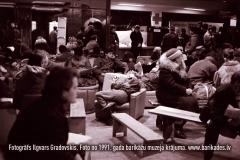 14-30_1991gadaBarikades